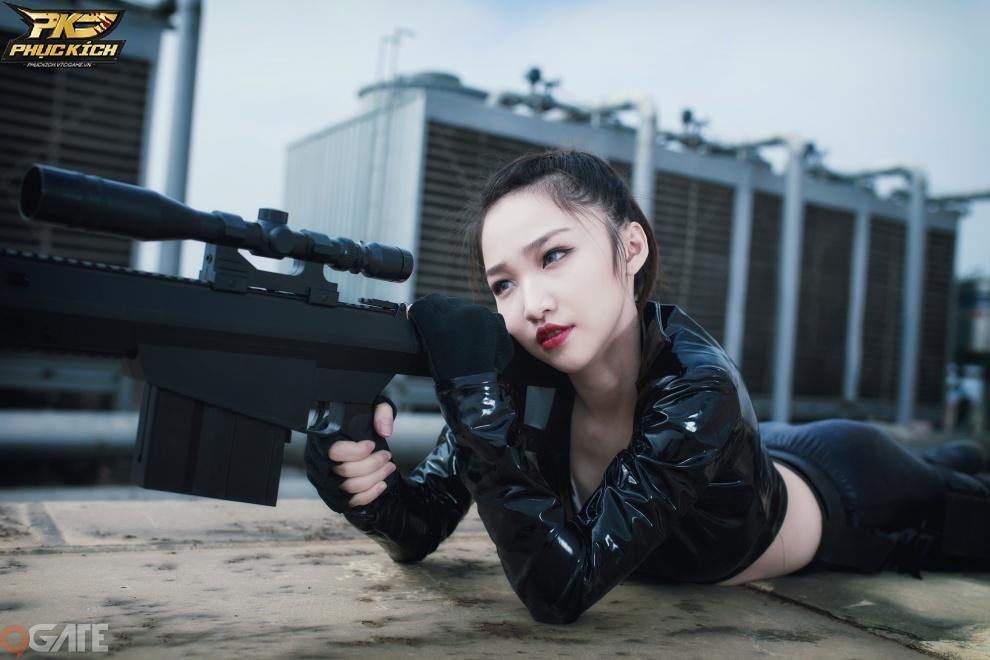 Nữ Streamer Hoa Nhật Quỳnh nhập vai Xạ Thủ trong Cosplay Phục Kích Mobile