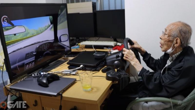 """Gây """"sốt"""" mạng xã hội, game thủ 93 tuổi đeo ống thở vẫn phá đảo các đường đua"""